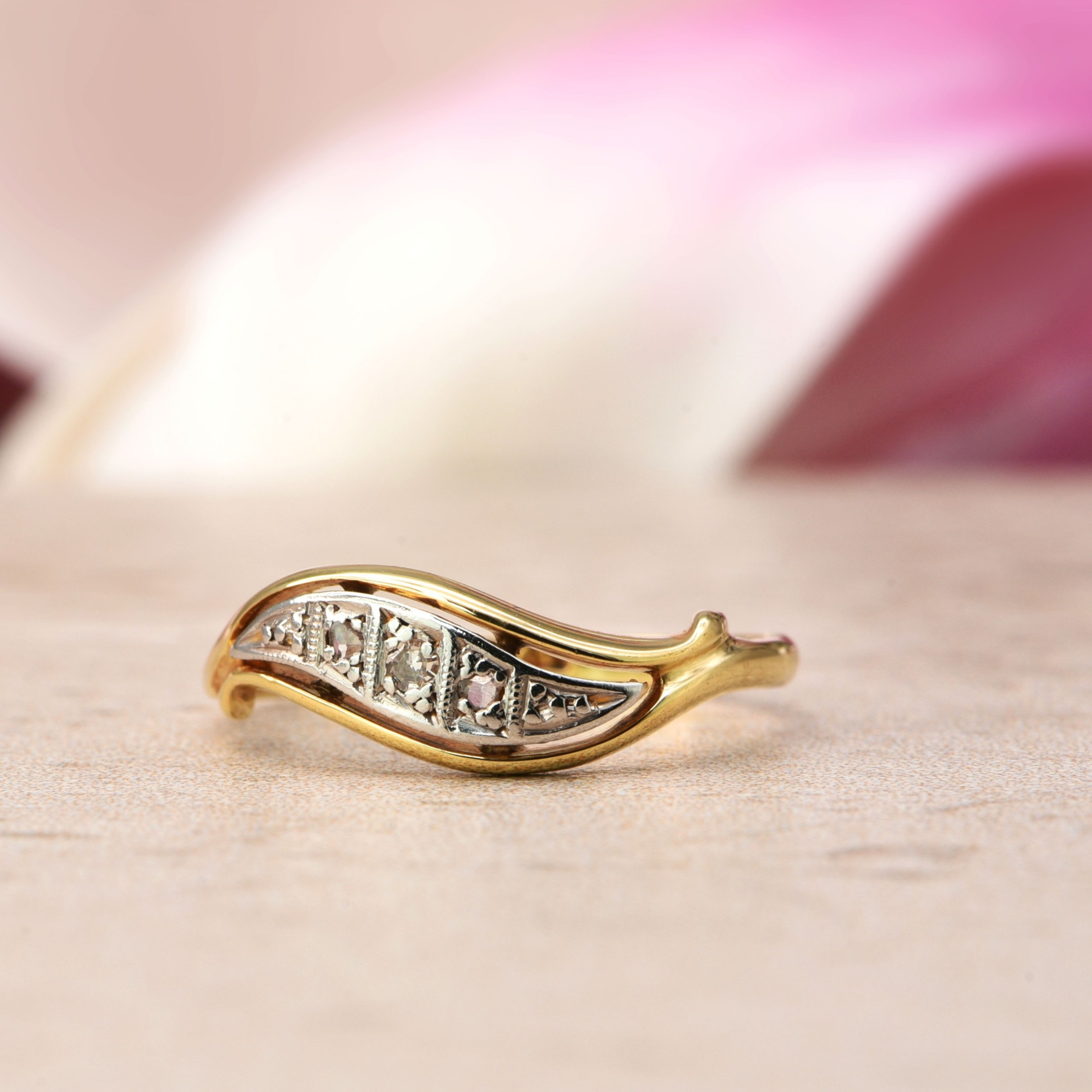 the vintage floating wave five diamond ring