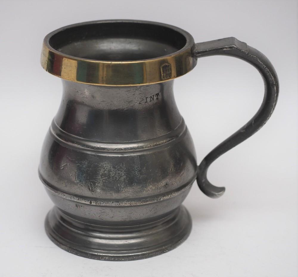antique english pewter 1 pint bulbous brass rim measure circa 1900