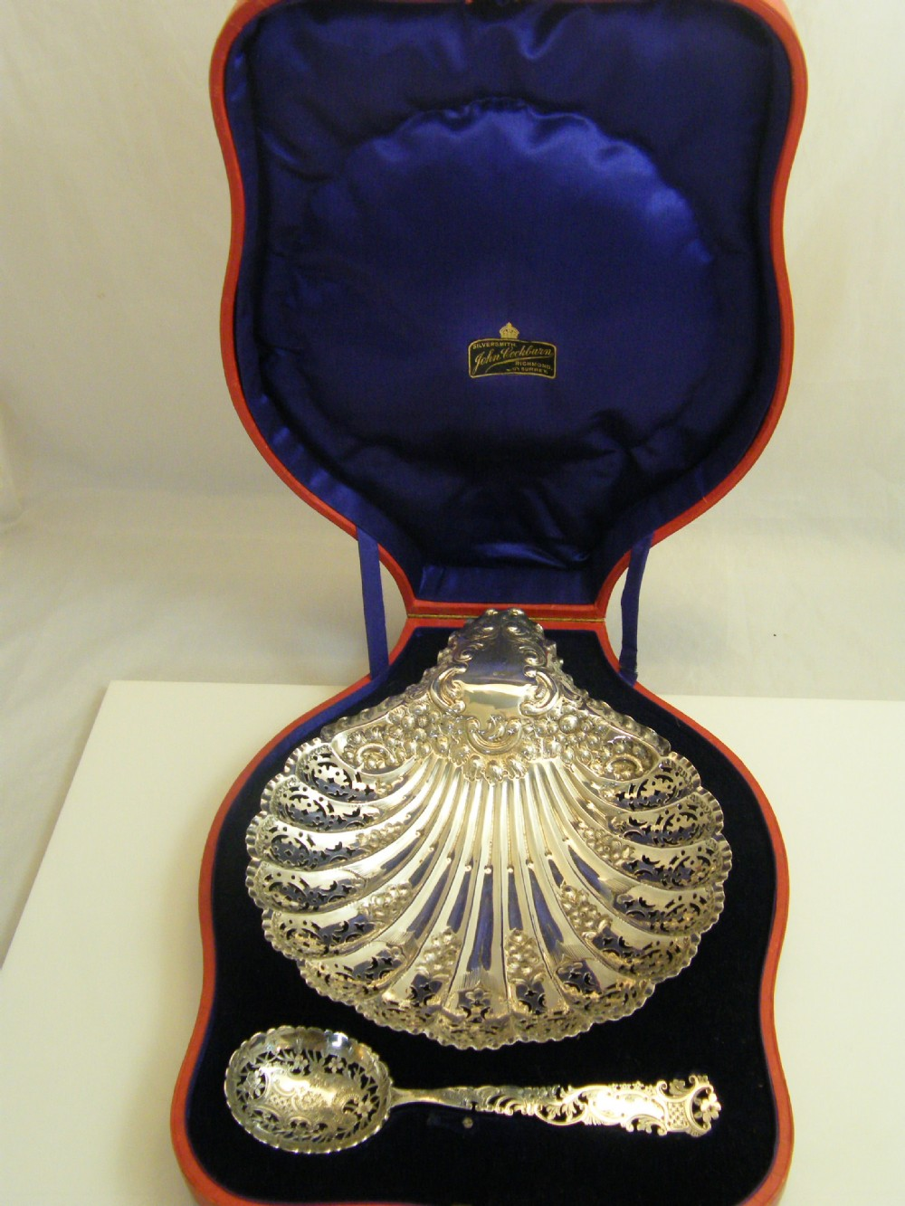 silver hallmarked sheffield 190304 pierced scalloped shell dish spoon in superb presentation case