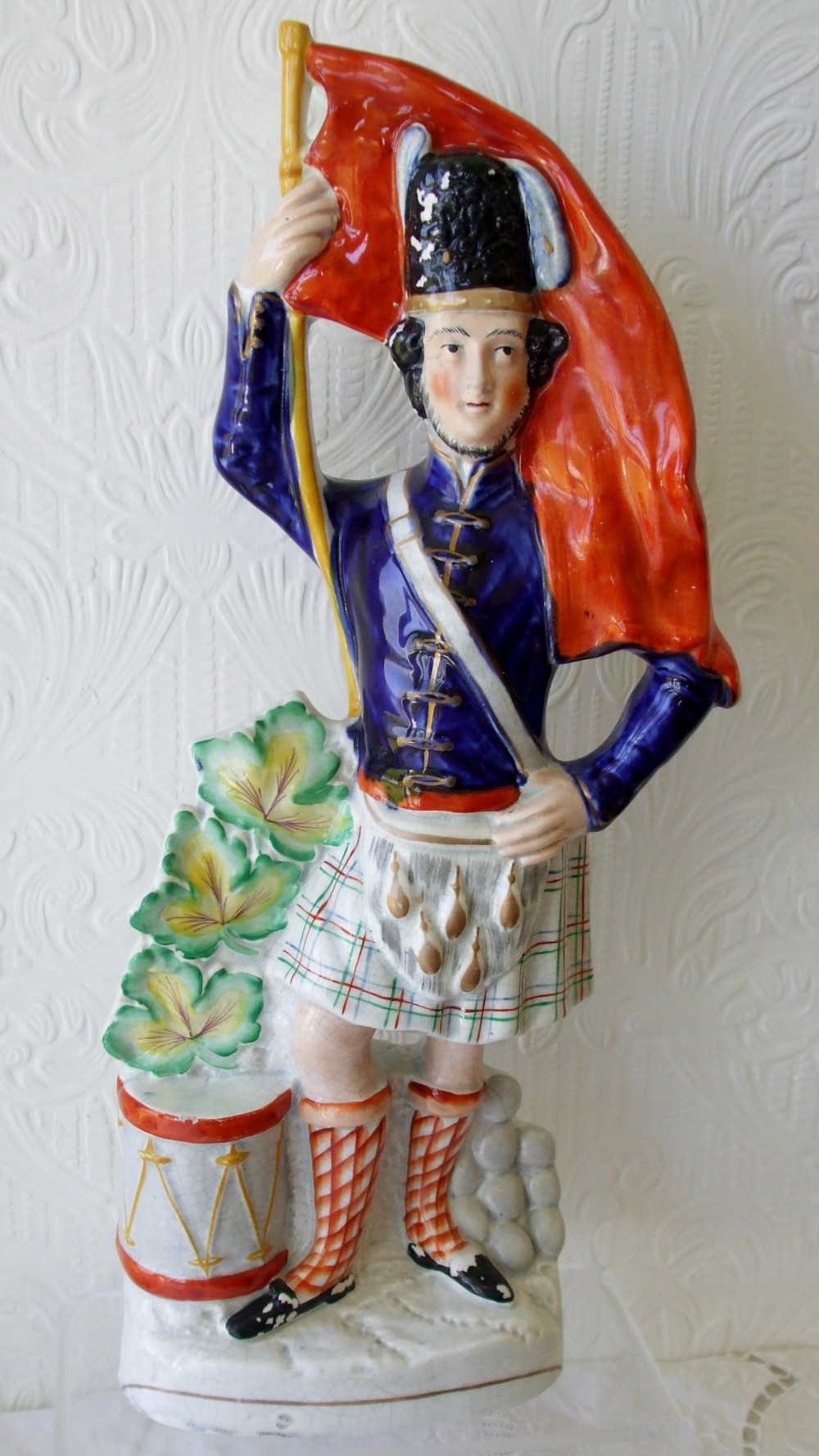 antique english victorian staffordshire pottery figure scottish soldier with flag h907
