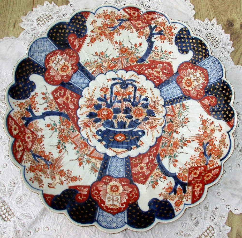 antique japanese imari scalloped porcelain charger