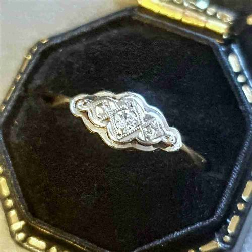 art deco scalloped platinum set diamonds 18ct gold geometric design ring