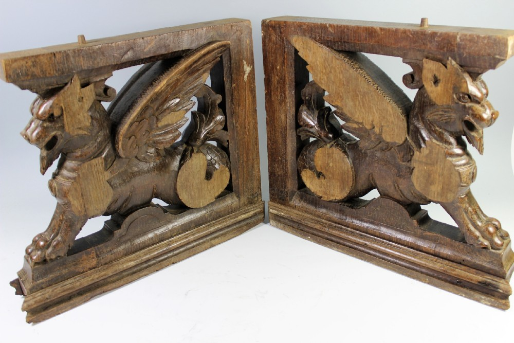Merveilleux Pair 18th Century Oak Furniture Support Griffin Carvings
