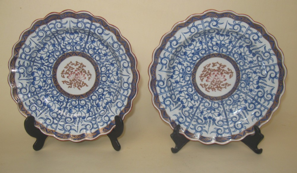 pair of worcester flight barr 'royal lily' porcelain plates c1790