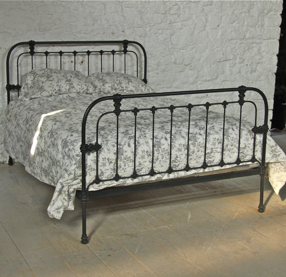 Simple Victorian All Iron Black King Size Bed 272065