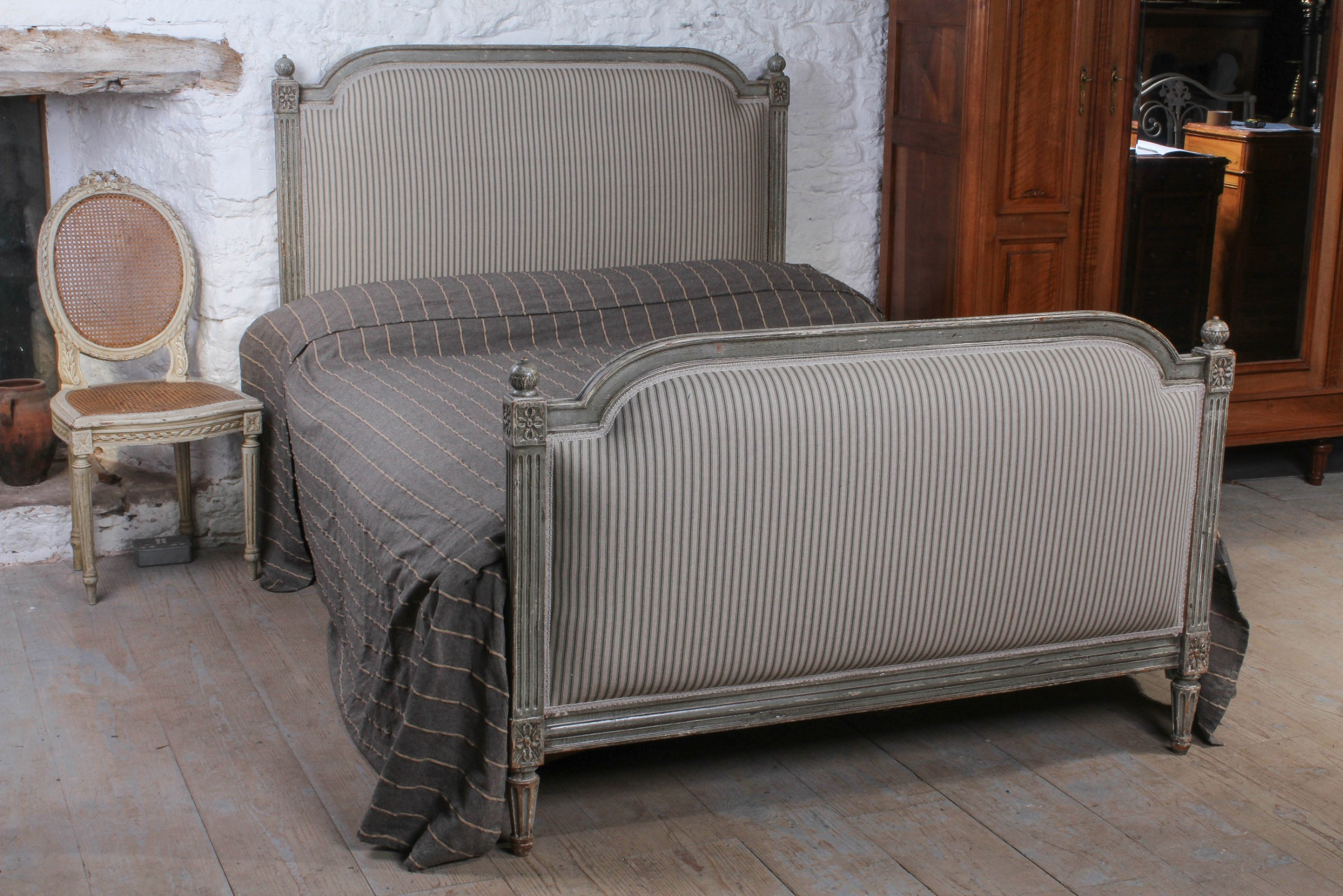 Picture of: Gorgeous French Empire Style Upholstered Double Bed 603416 Sellingantiques Co Uk
