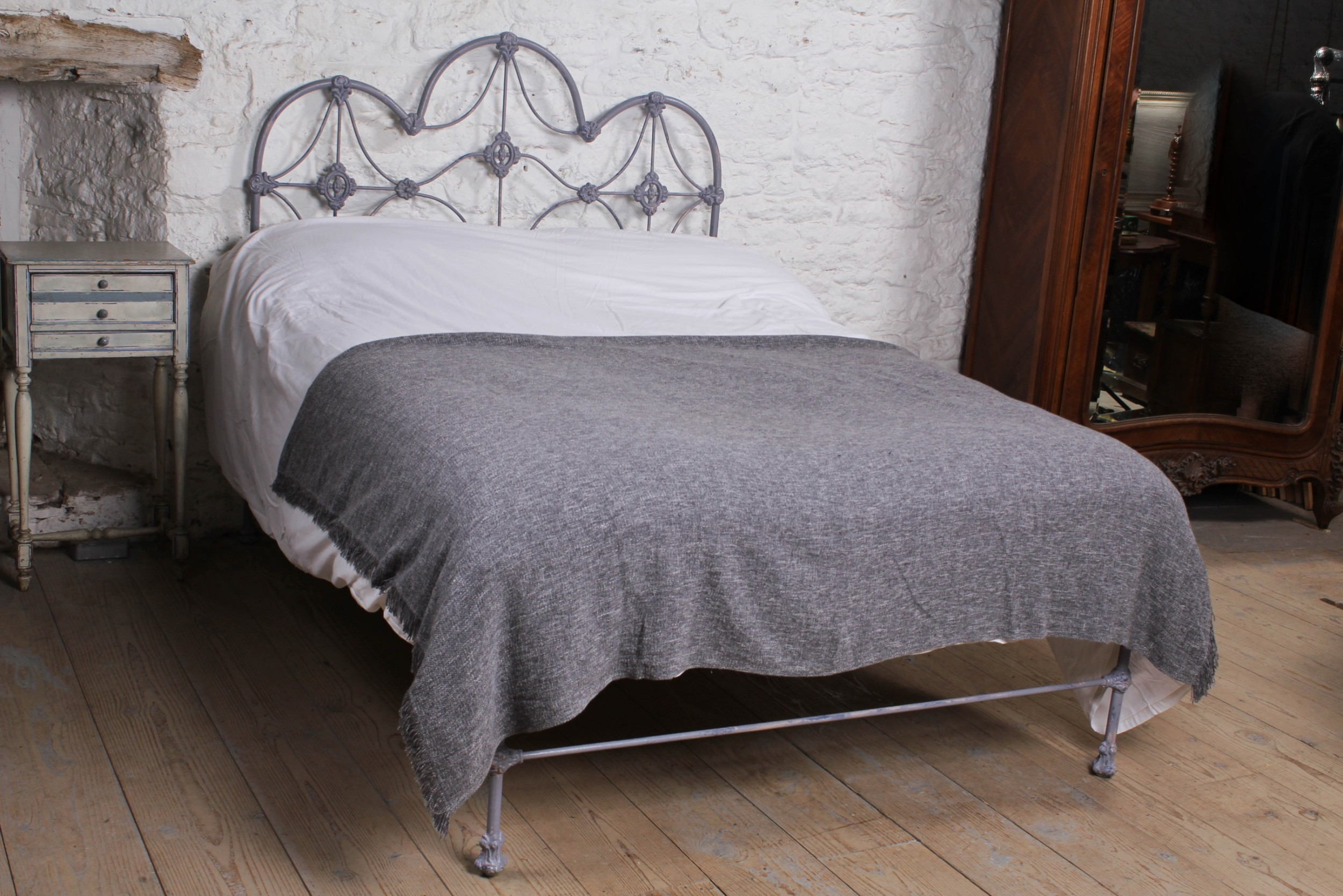 lovely all iron no end double bed