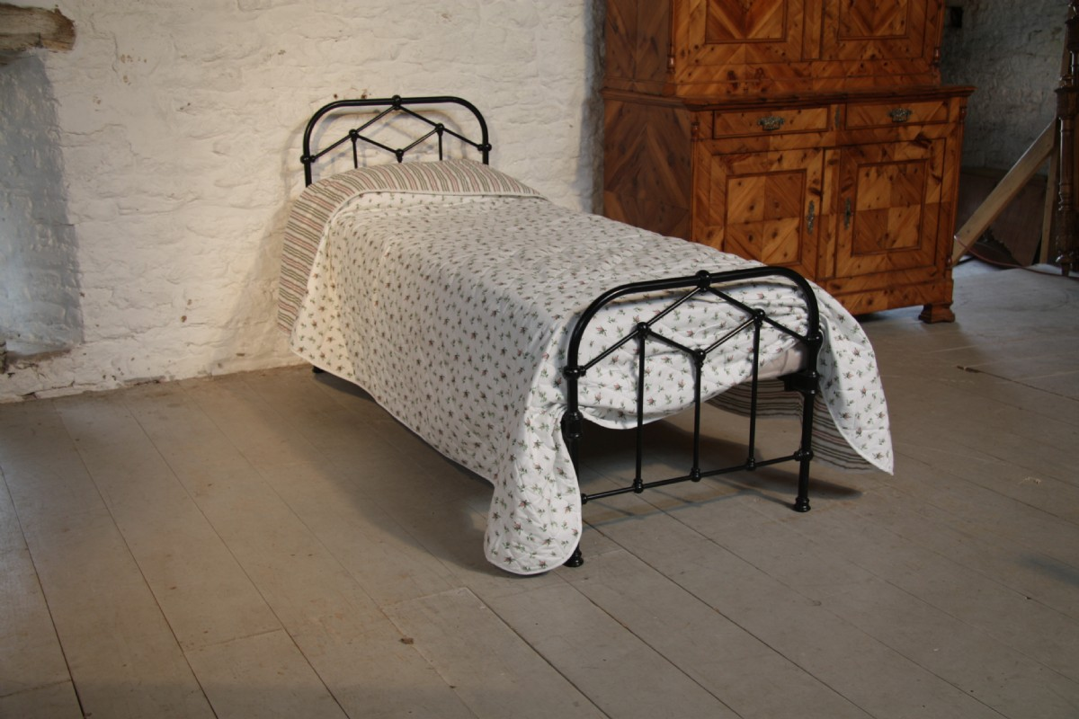 Small simple single black all iron bed 210565 for Simple single