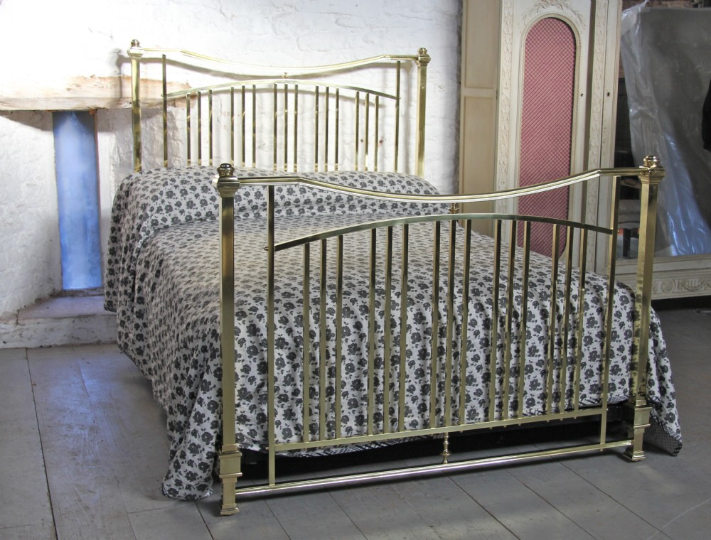 Unusual polished and lacquered solid brass king size for Unusual king size beds