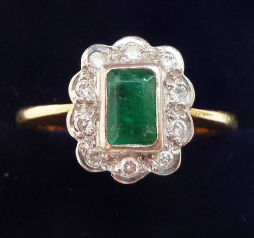 beautiful art deco 18ct and white gold emerald and diamond vintage antique cluster ring