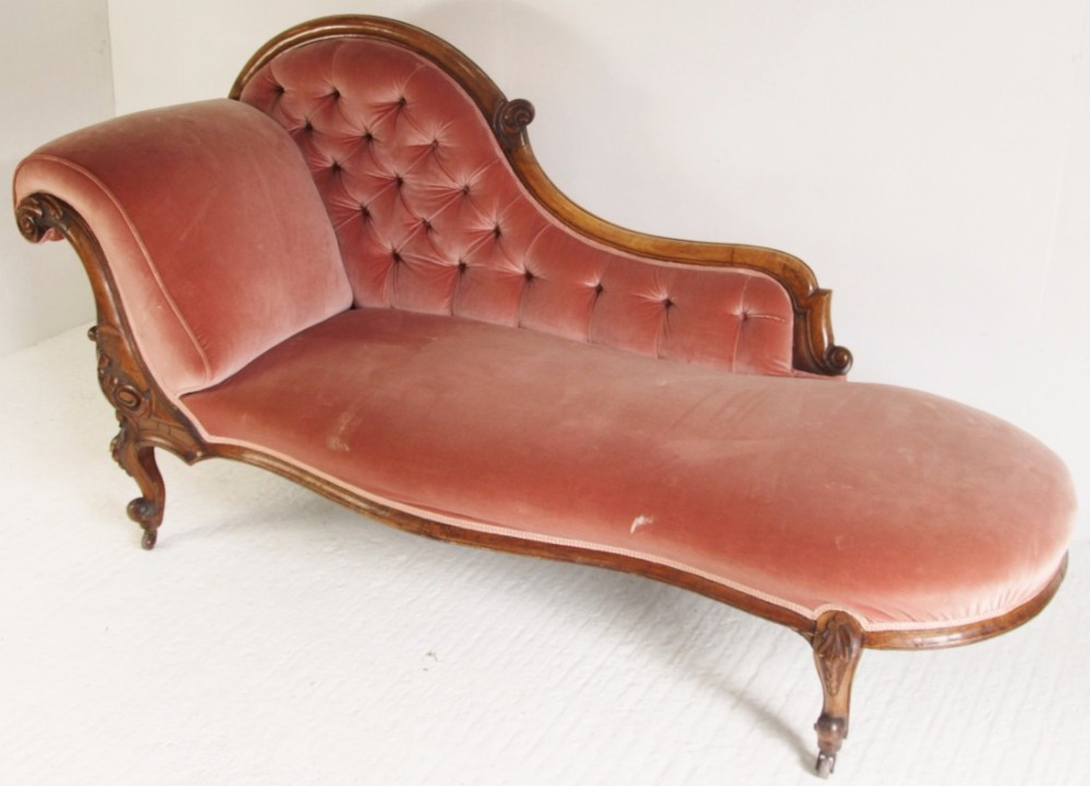 Victorian walnut chaise longue 432135 sellingantiques for Antique chaise for sale
