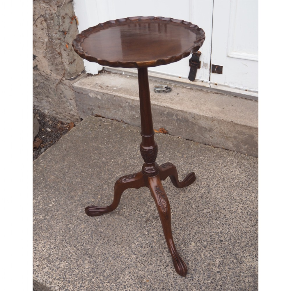 chippendale style mahogany lamp or wine table