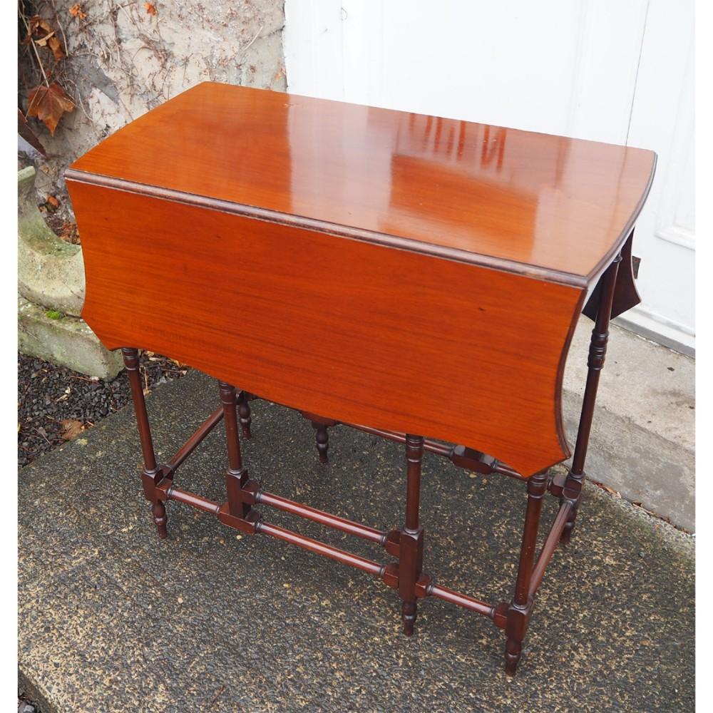 georgian style mahogany spider leg table