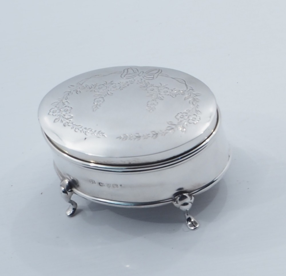 oval chester silver ladies ring box
