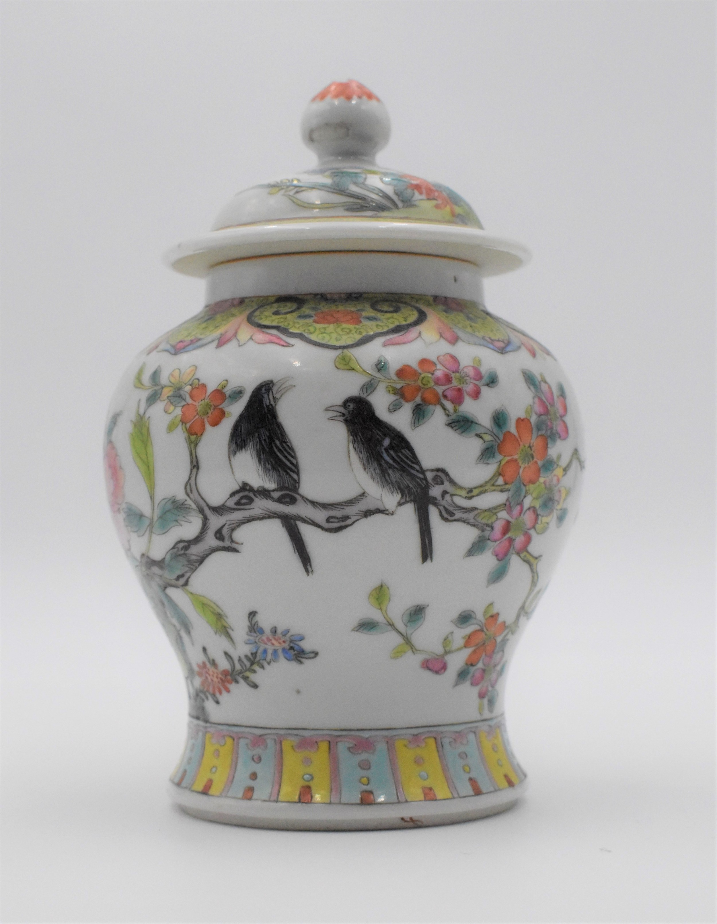 chinese qing dynasty famille rose jar and cover