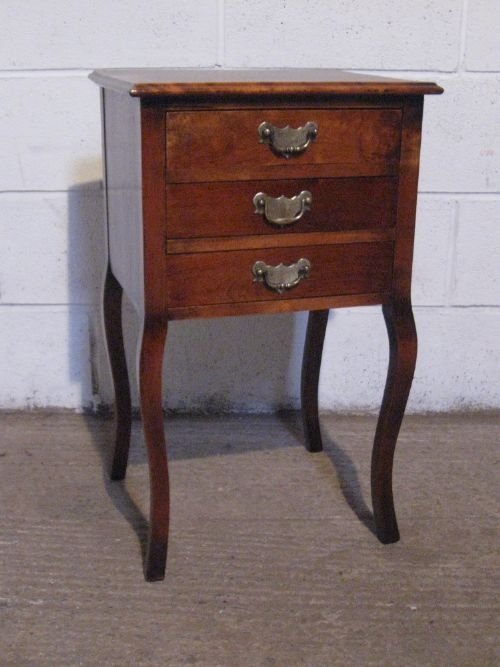 Antique edwardian walnut small bedside chest of drawers for Small bedside chest of drawers