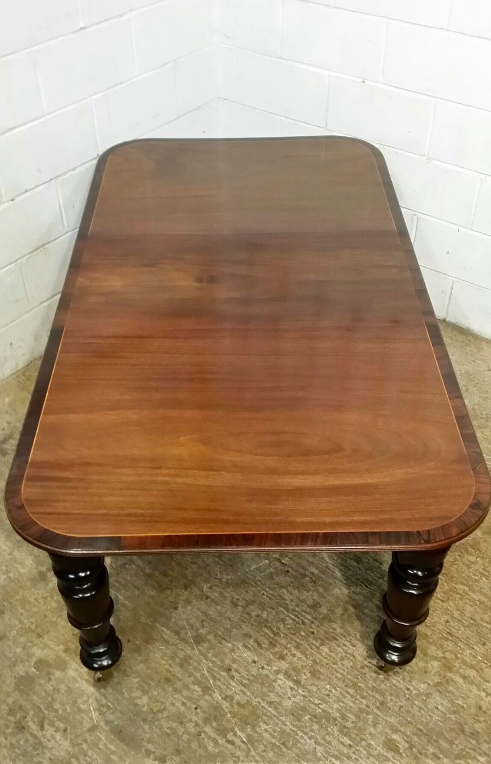 antique victorian mahogany dining table with rosewood banding c1880