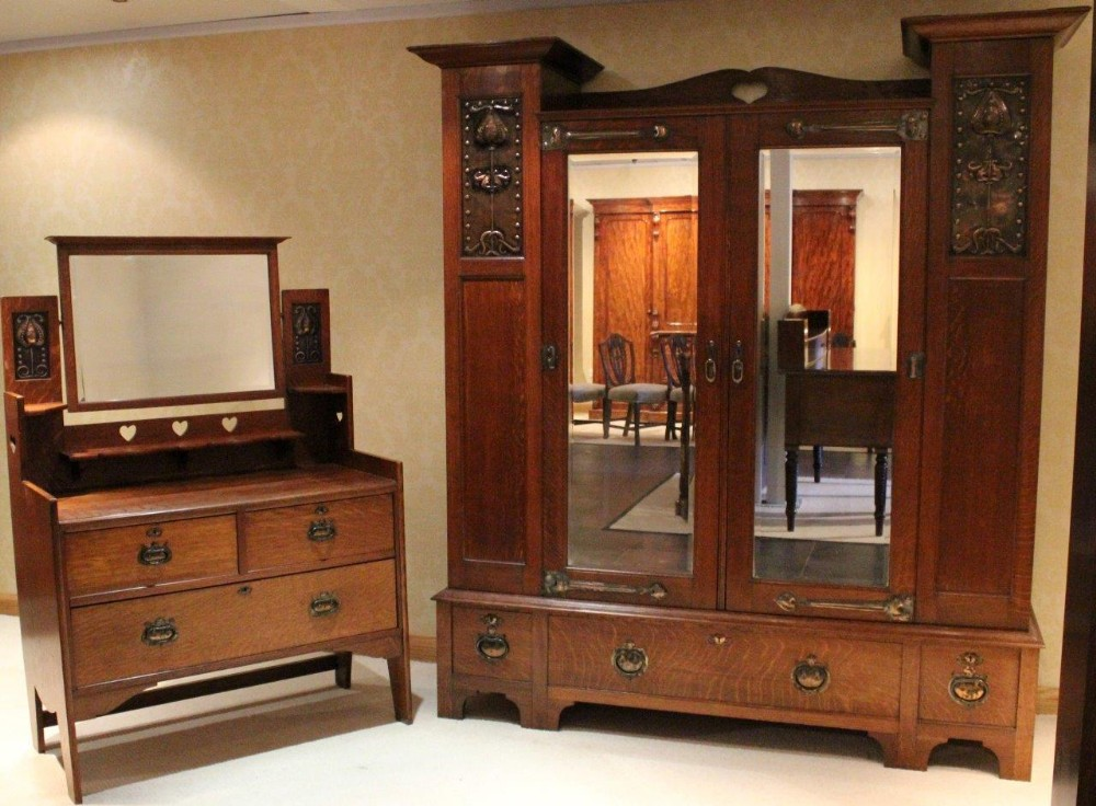 An arts crafts period oak bedroom suite by shapland for Arts and crafts bedroom