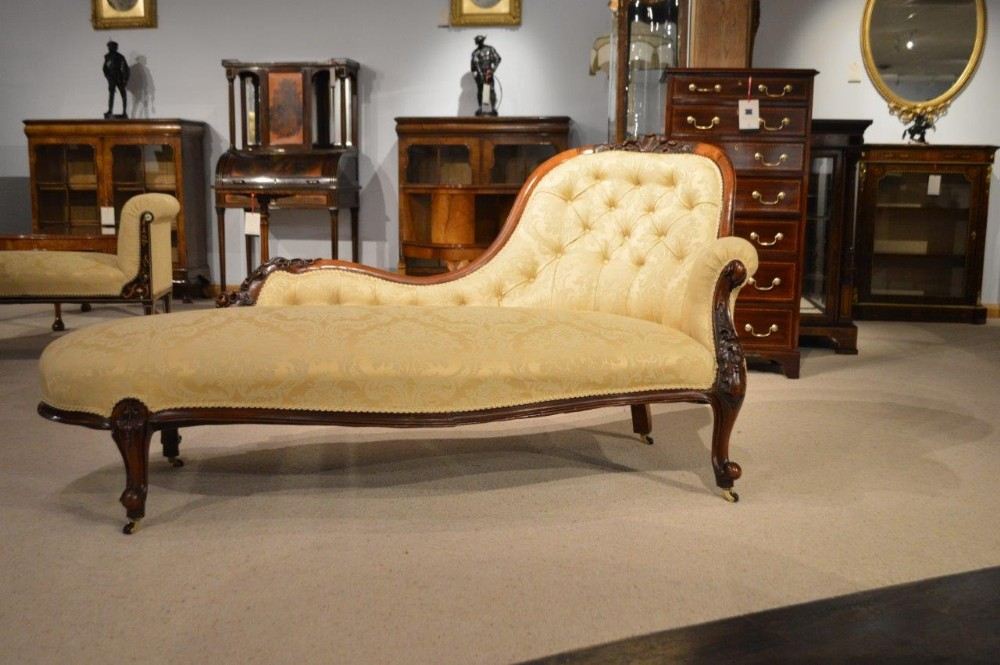 A superb walnut victorian period antique chaise longue for Antique victorian chaise longue