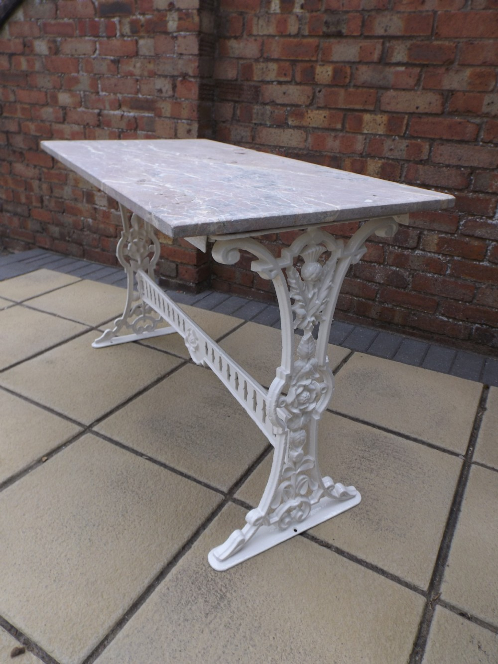Cast Iron Garden Table With Marble Top 400534