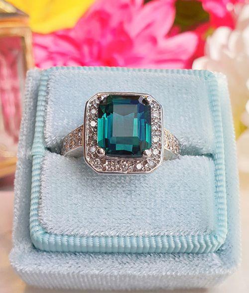 exquisite 18ct white gold green blue tourmaline diamond ring