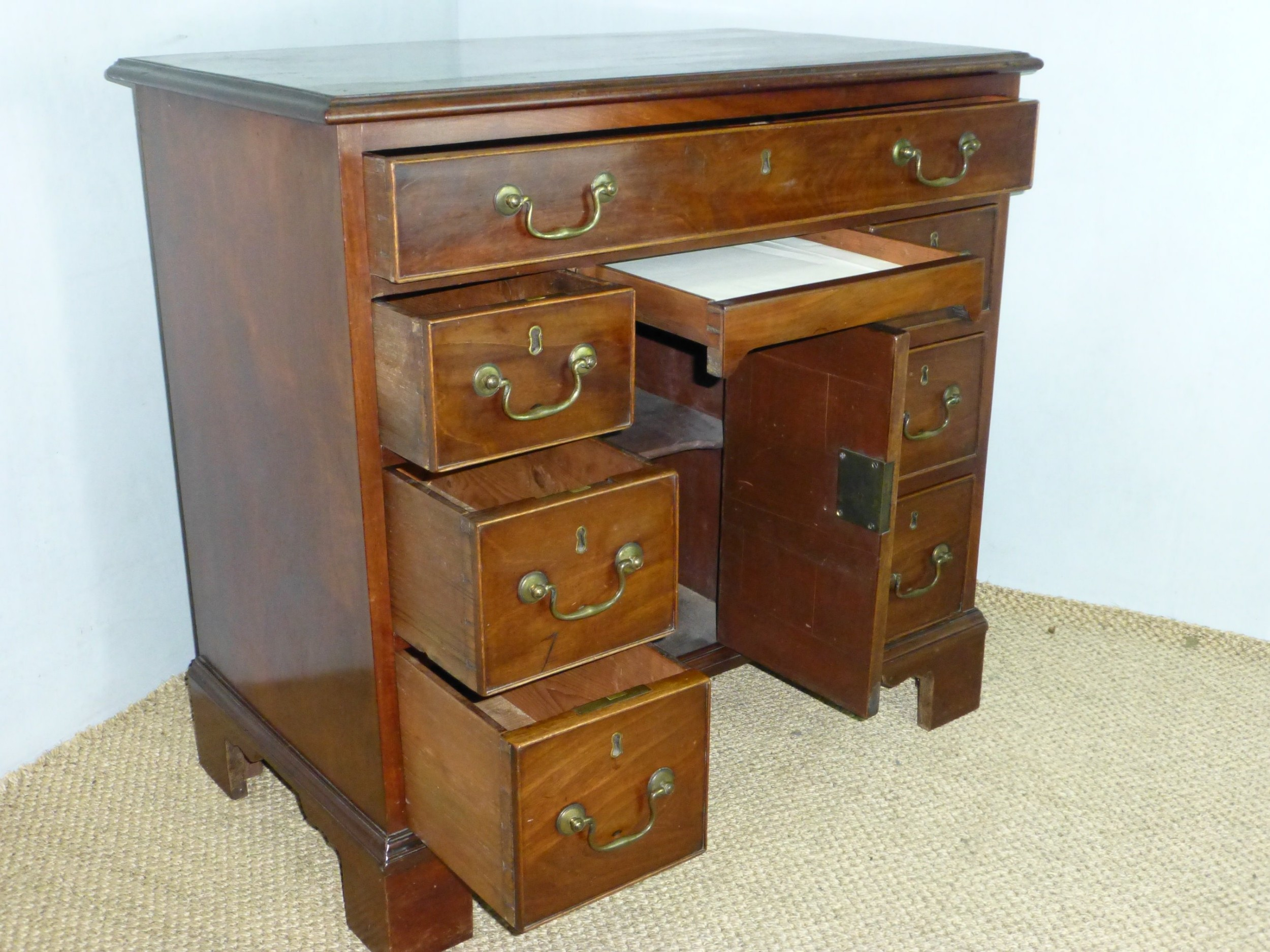 18th century georgian 30 small kneehole mahogany writing desk c 1760