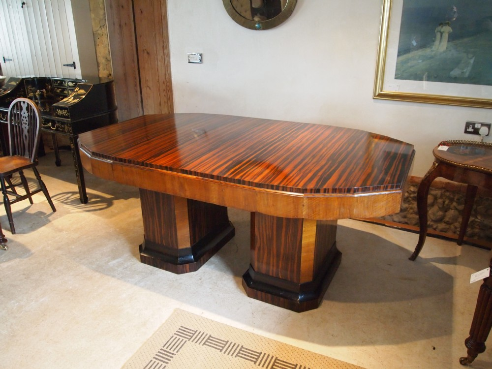 Table fine quality art deco dining table figured walnut for Quality wood dining tables