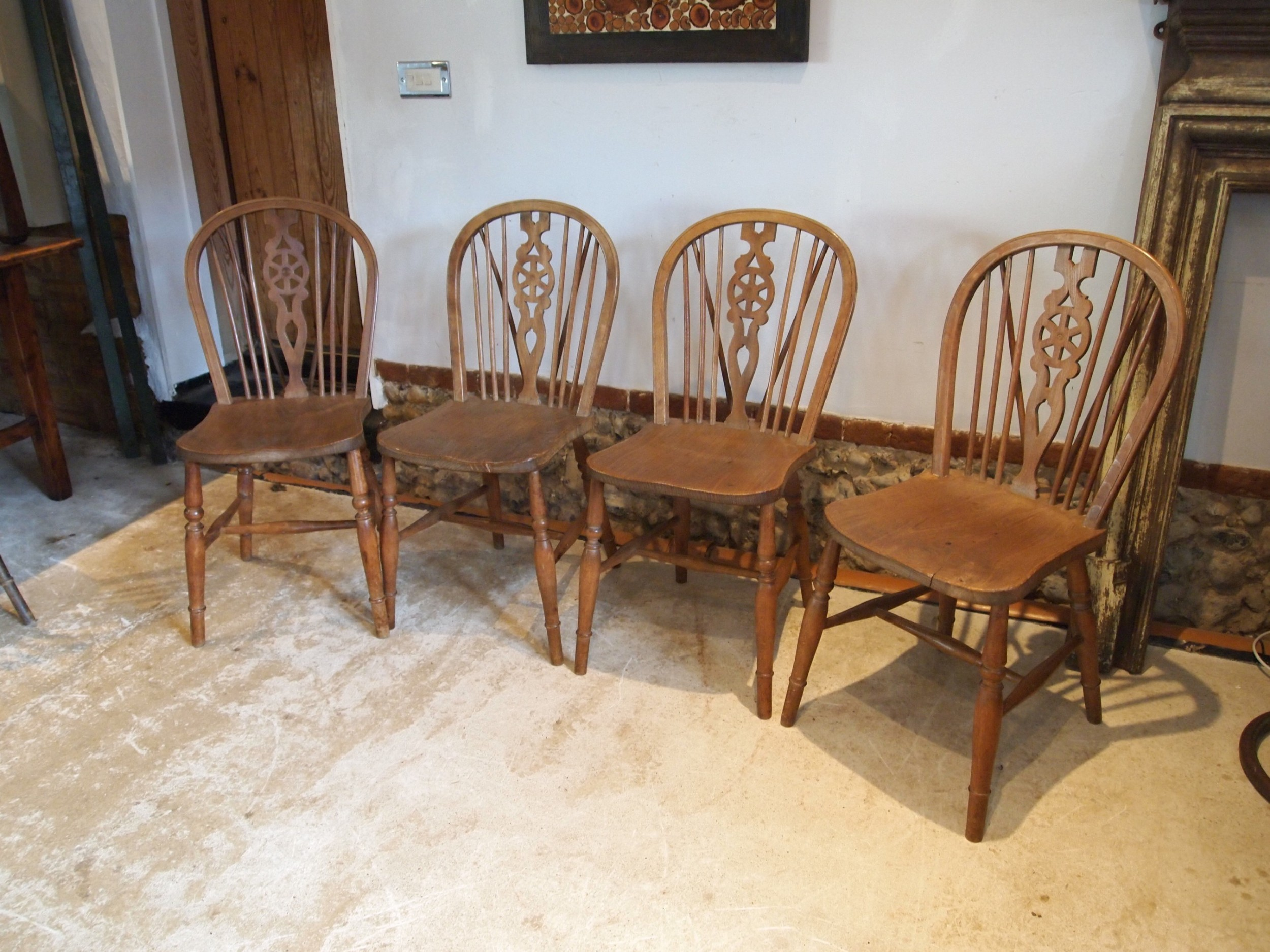 chairs set of 4 victorian windsor wheel back dining chairs c1890