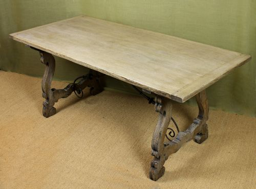 Bleached Oak Dining Table.    Sellingantiques.uk