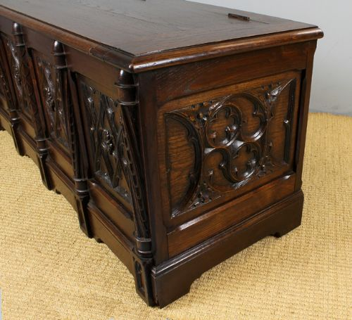 Gothic Oak Bedding Box Or Coffee Table 227572