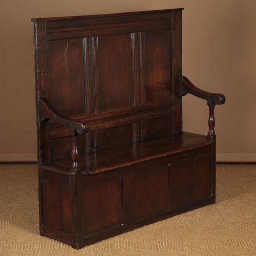 small 18thc oak box settle c1730