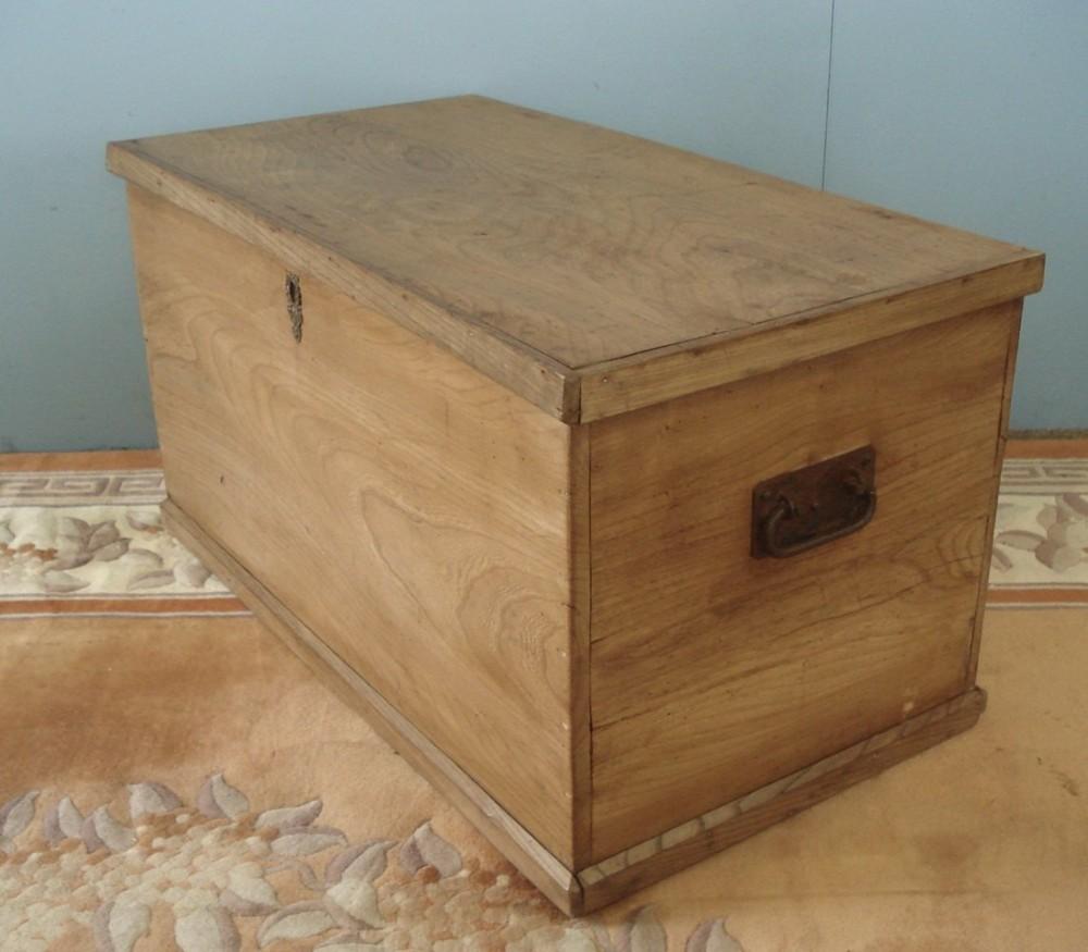all elm six plank blanket chest