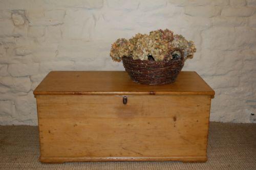 georgian pine bedding box bedding chest trunk
