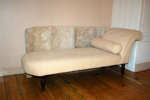 Antique upholstered day bed chaise longue 294983 for Chaise longue day bed