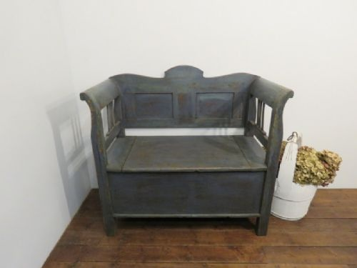 antique small size farmhouse box settle bench 1870