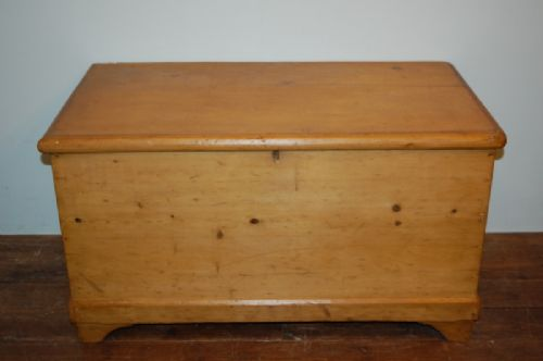 antique victorian pine blanket chest or bedding box 1880