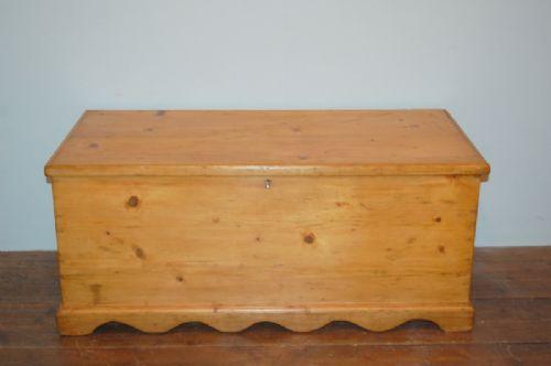antique victorian pine blanket chest or bedding box 1880