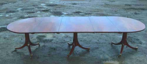 large 18th century three pedestal mahogany dining table with 2 leaves