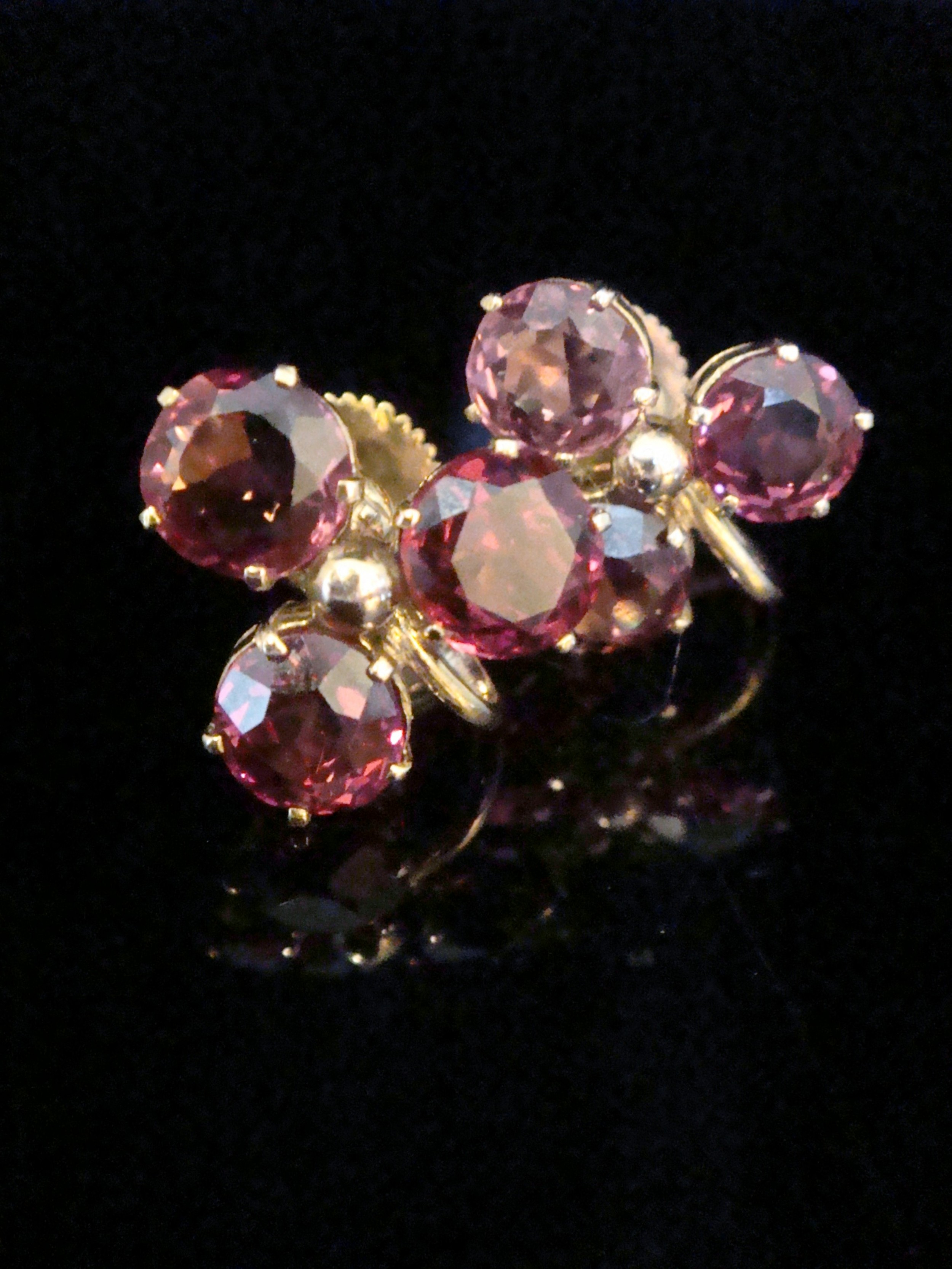 edwardian 9ct rhodolite garnet trefoil screw back earrings