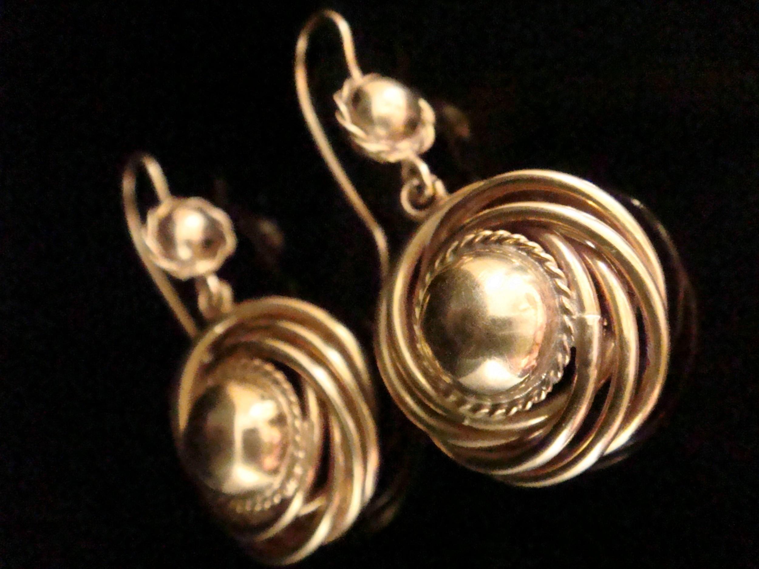 victorian high carat yellow gold drop earrings