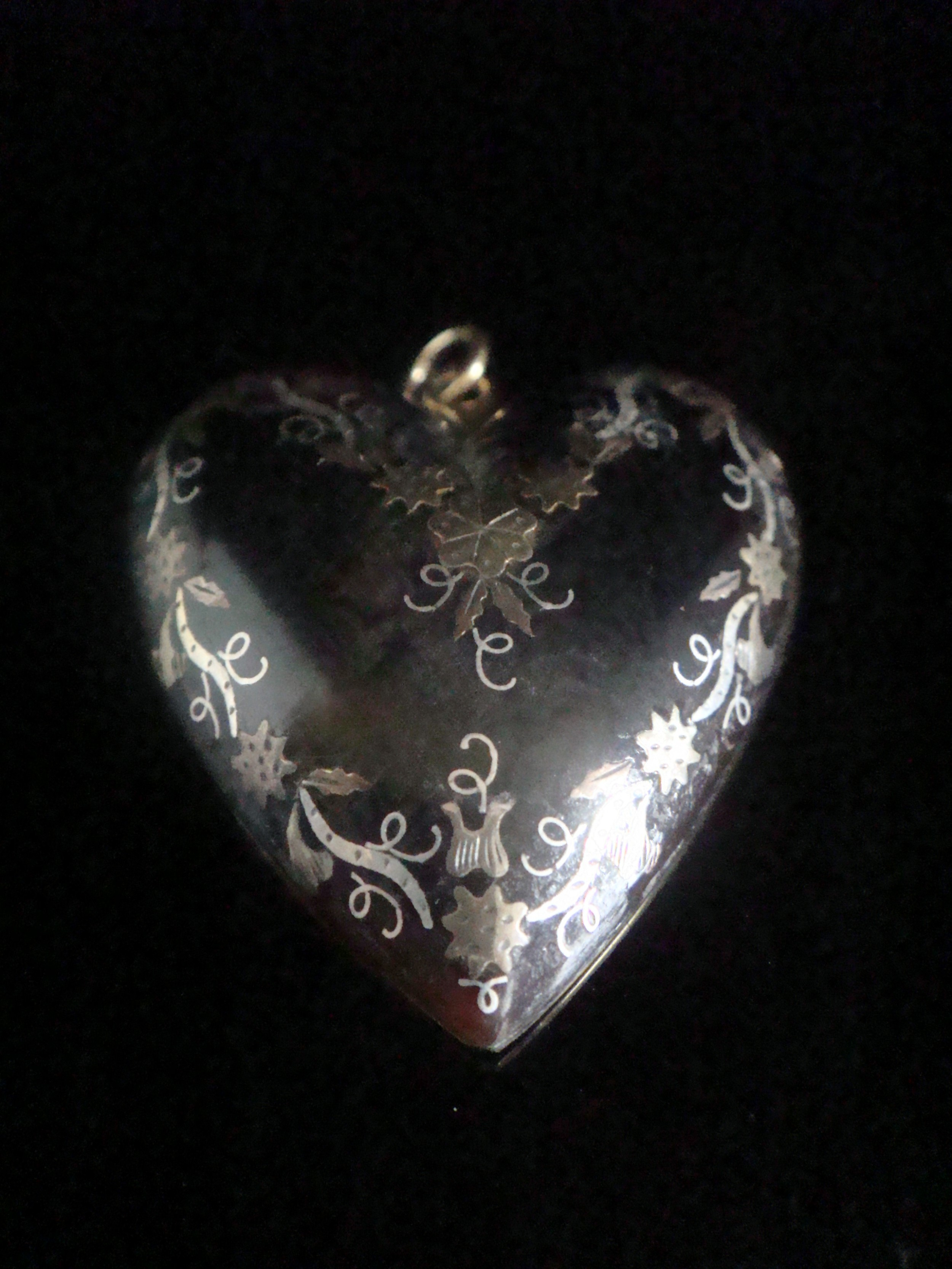 original very large victorian 9ct yellow gold pique inlaid heart pendant