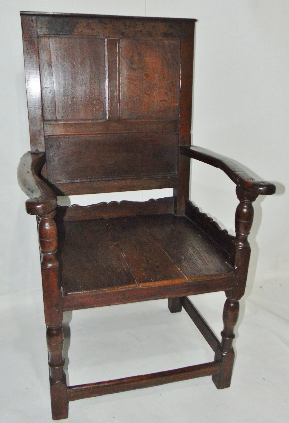 welsh oak wainscot elbow chair circa 1710