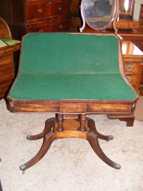 a mahogany gamescard table - photo angle #3