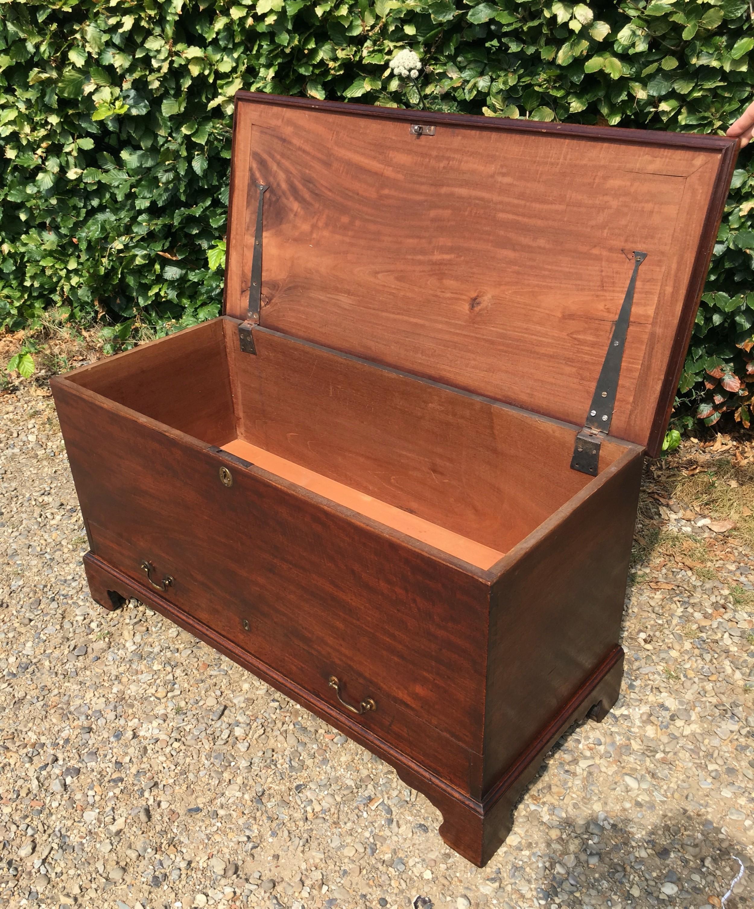 late 18th century mahogany blanket box