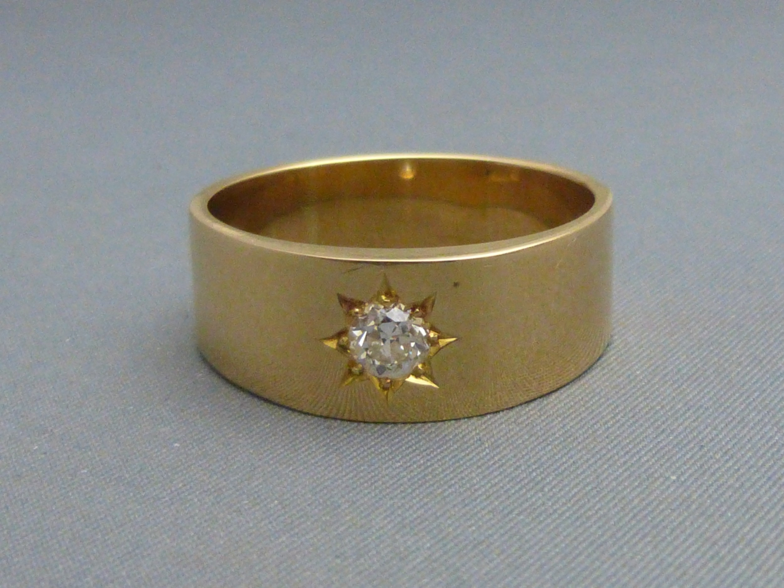 gents 18ct gold and diamond set ring