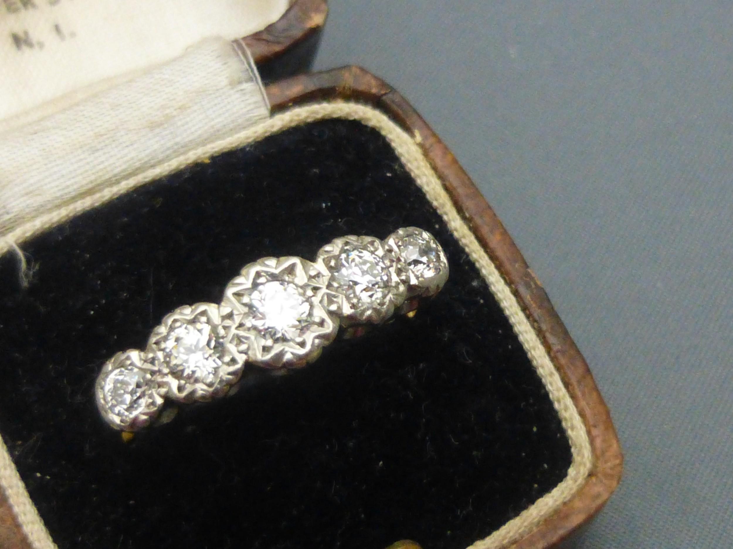 1930s 18ct gold and platinum set 5 diamond ring
