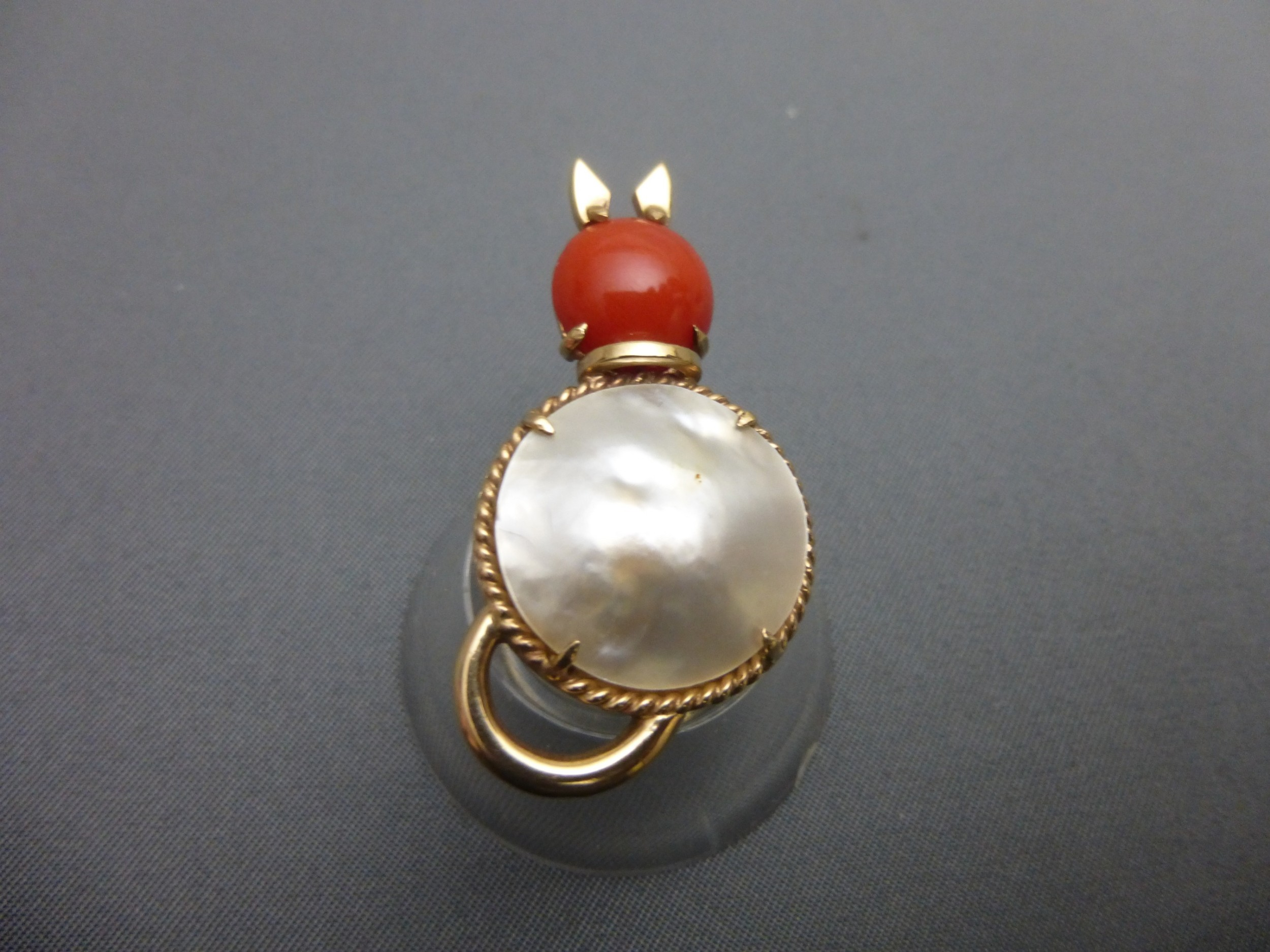 9ct goldmabe pearl and coral set cat brooch