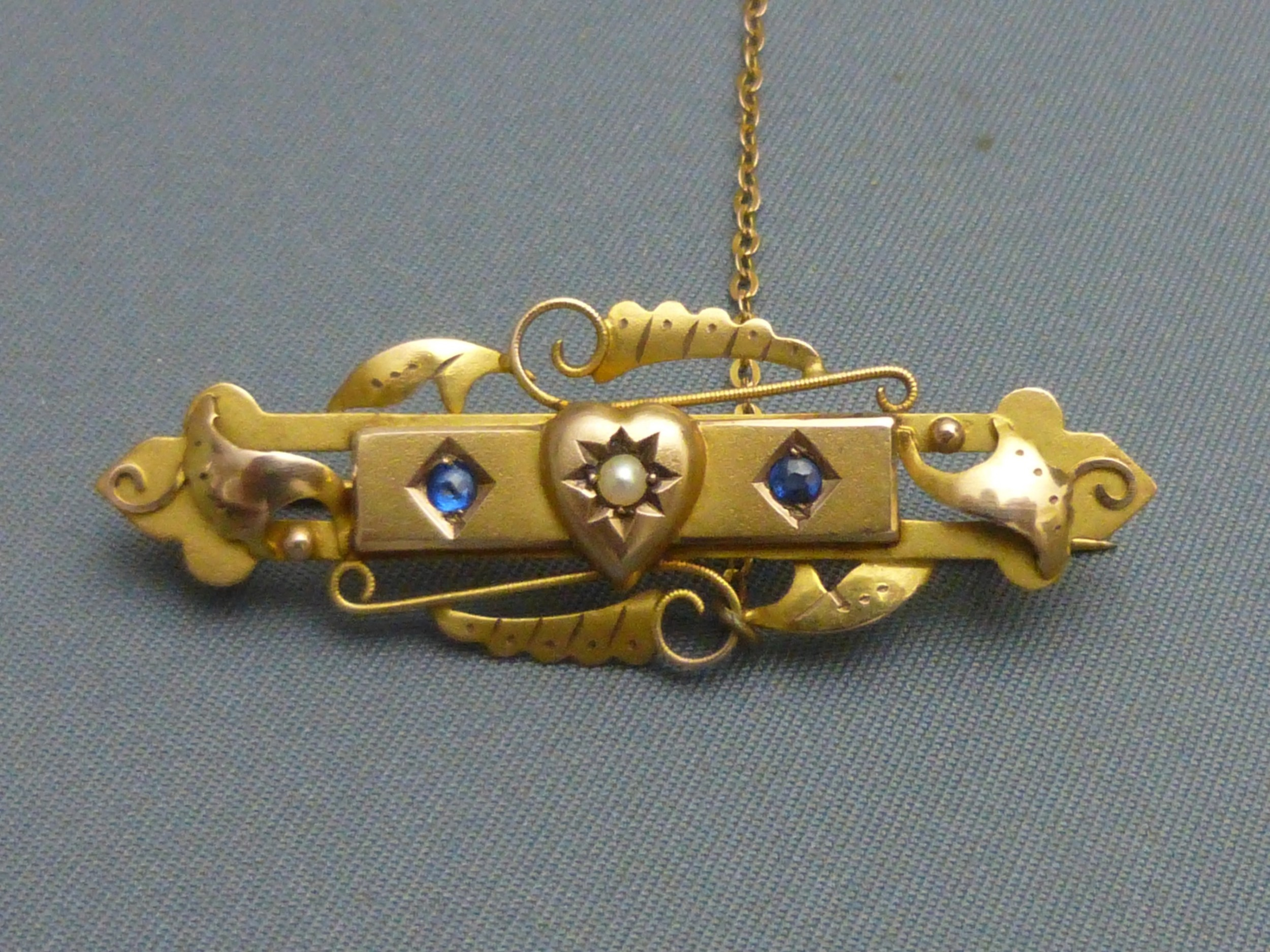 9ct goldsapphire and pearl brooch