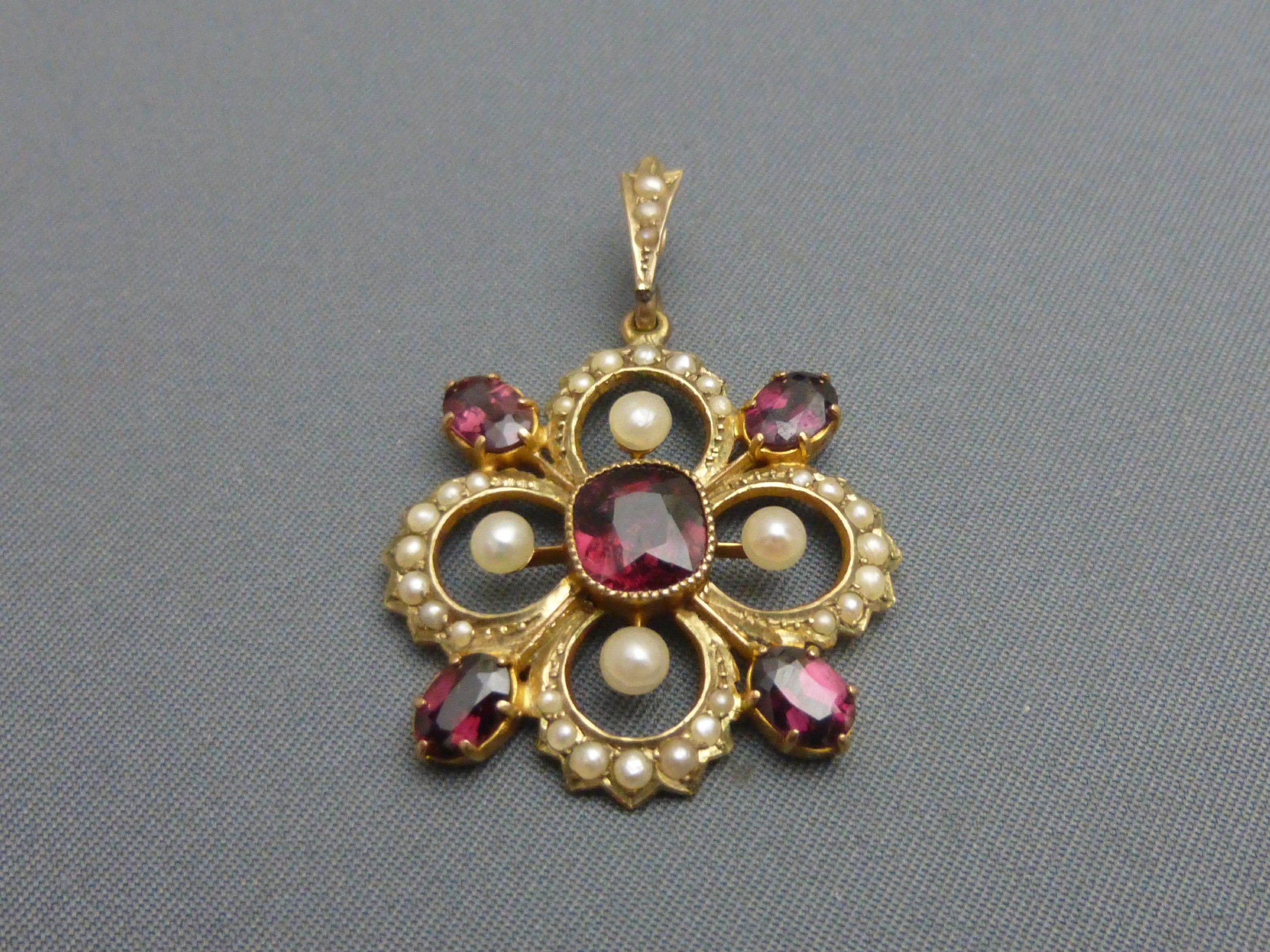 9ct gold pearl and garnet pendant