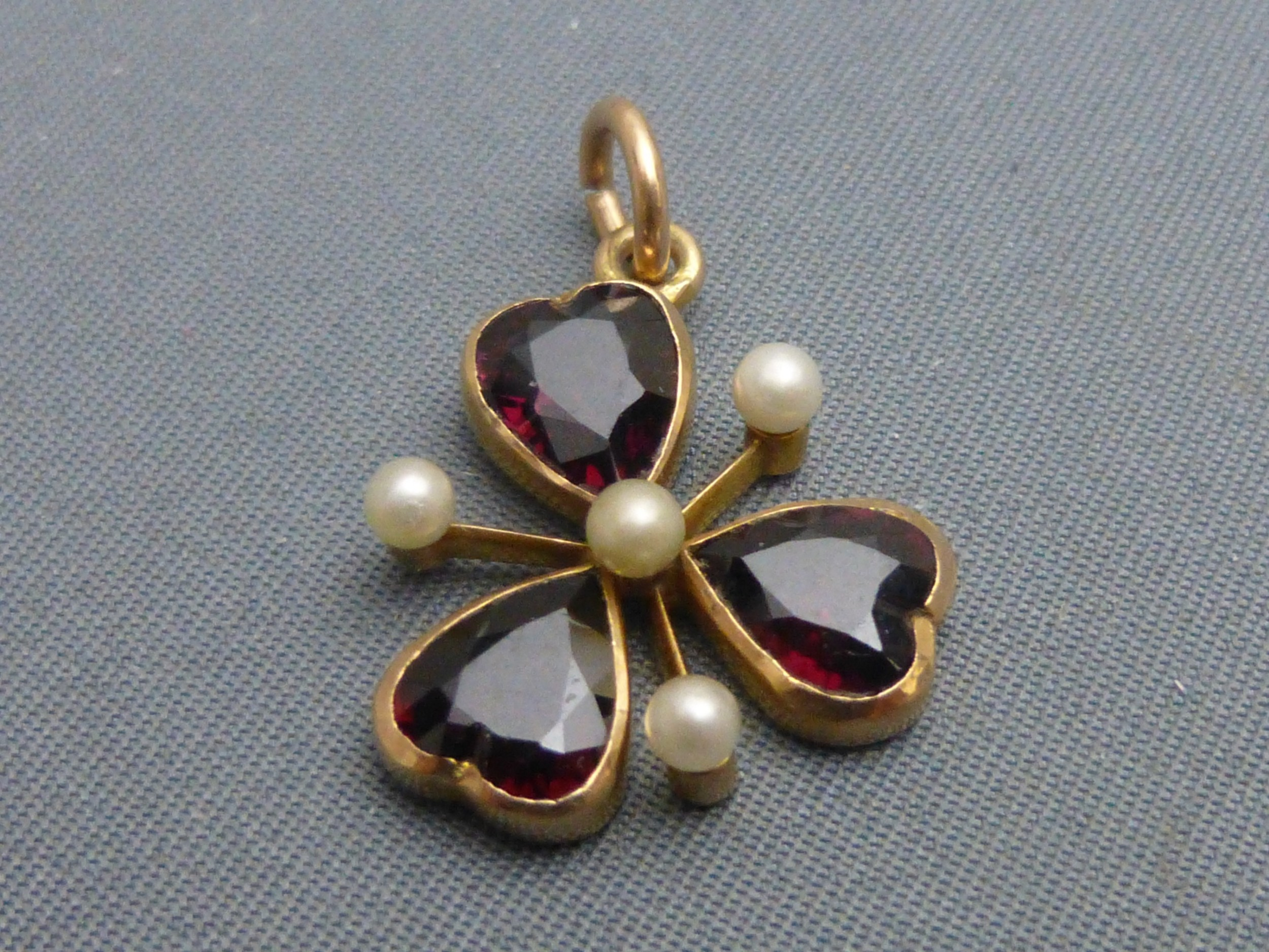 15ct gold garnet and pearl pendant